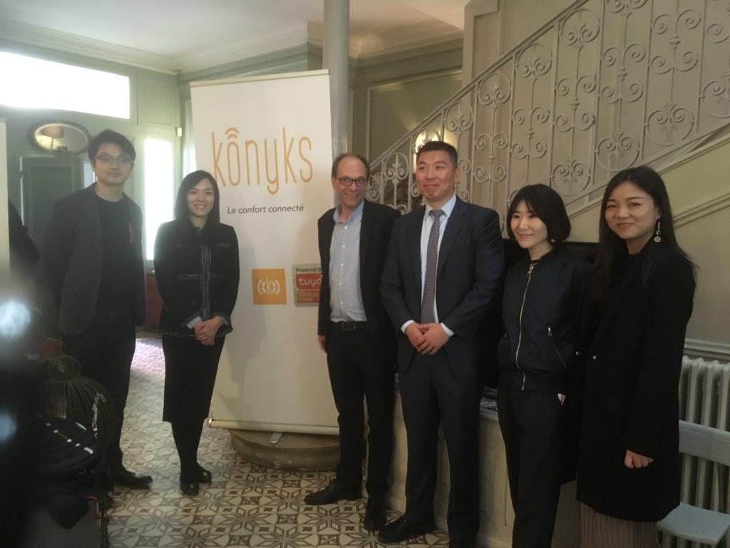 Olivier Medam aux côté de l'équipe dirigeante de Tuya Smart en Chine