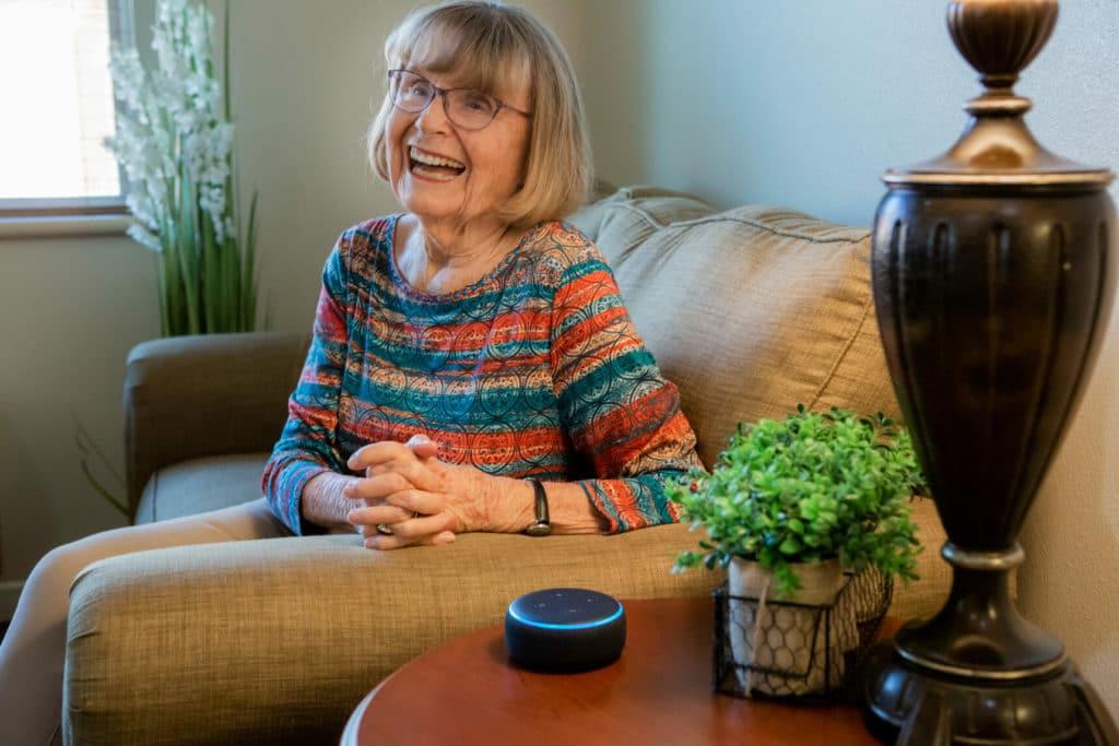 Amazon donne 8000 Echo Dot 3 aux personnes âgées
