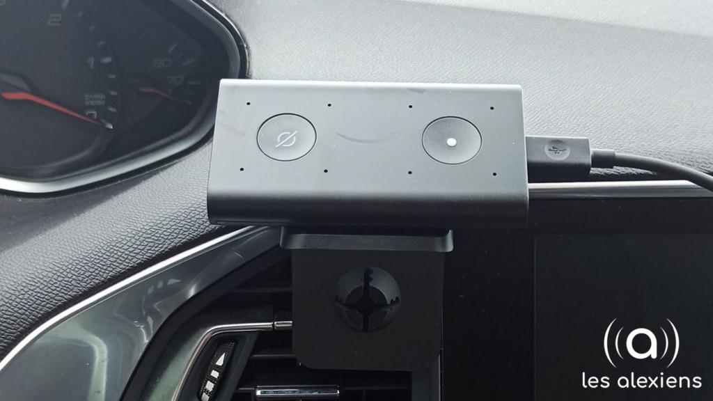 Le support d'Echo Auto sur une bouche de ventilation