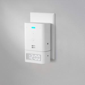 Horloge Amazon Echo Flex sur une prise de courant