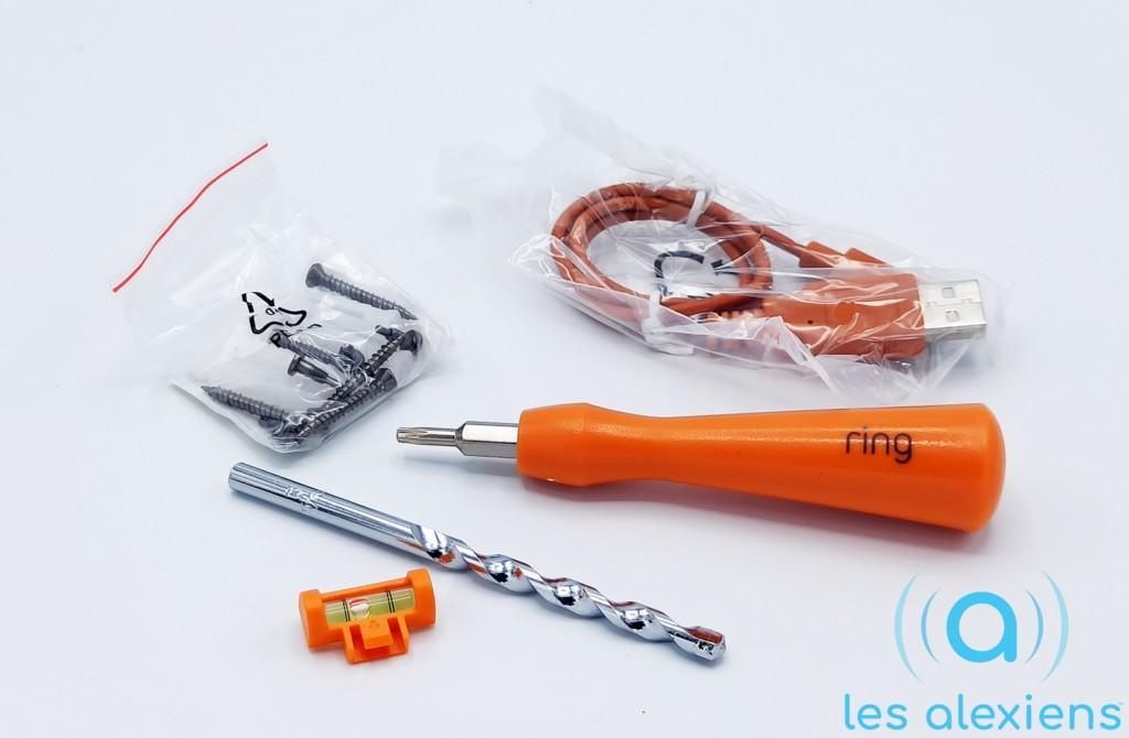 Tous les outils sont fournis pour installer votre sonnette Ring ! - © Les Alexiens