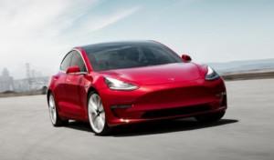 Une voiture Tesla Model 3 avec Ring Car Connect