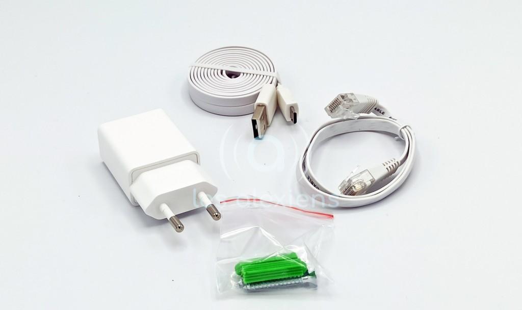 Les accessoires fournis avec la Ismartgate Cam 2MP