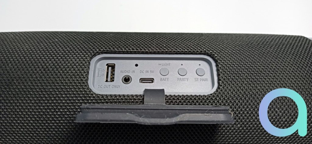 La connectique de l'enceinte Sony SRS-XB43