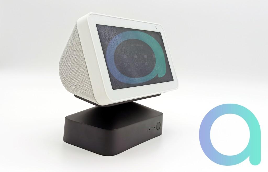 Echo Show 5 sur son socle batterie GGMM ES5