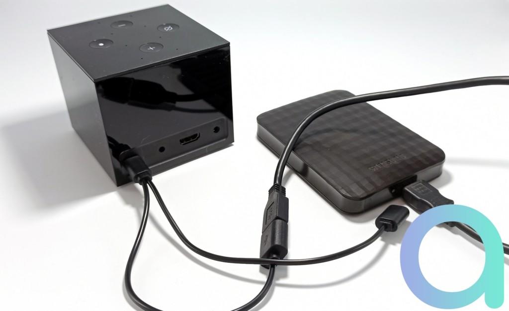Branchement du câble OTG sur Fire TV Cube - © Les Alexiens