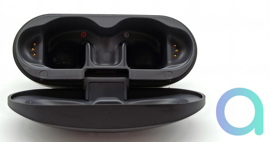 Test Sony WF-SP800N : l'étui de chargement