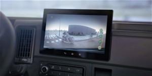 L'écran avec Alexa intégré sur le camion Volvo FH16