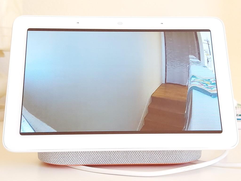 Affichage du flux vidéo en direct d'une caméra TP-Link Tapo C200 sur un appareil Google Nest