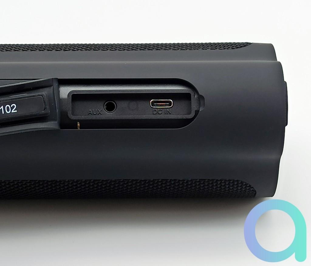 Fiche USB-C et prise Jack 3.5 mm de l'enceinte Bluetooth Tronsmart Force 2