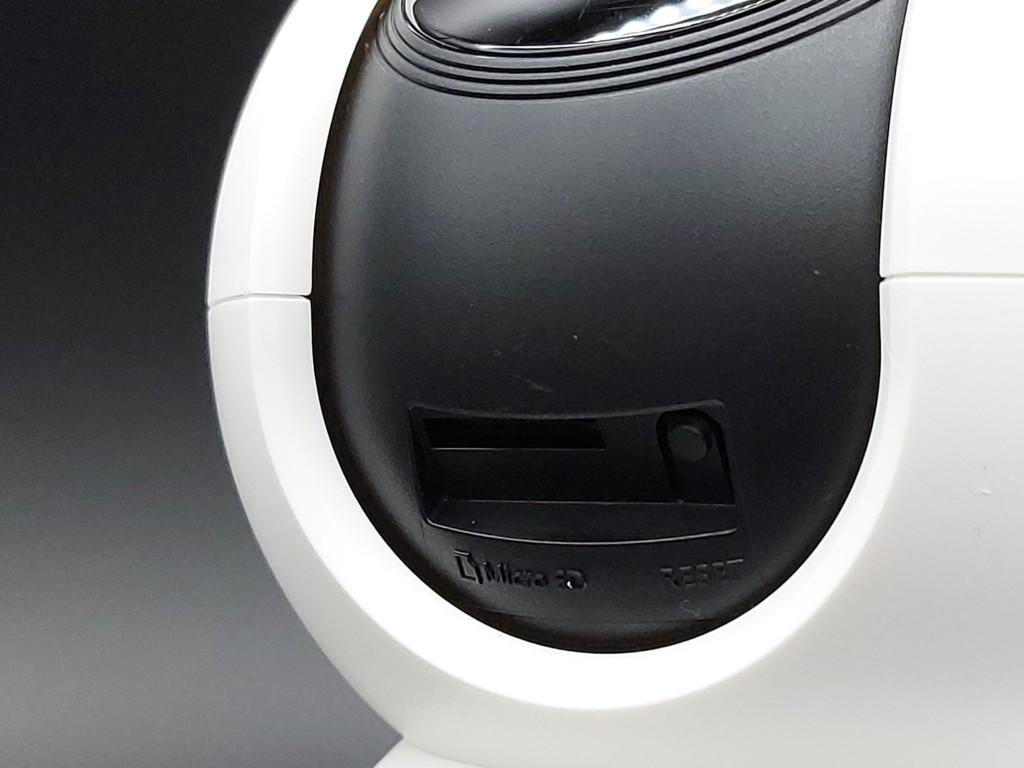 Logement carte micro SD et bouton reset de la caméra intérieur TP-Link Tapo C200