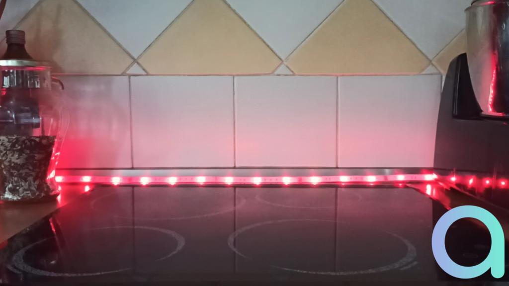 Photo éclairage rouge du ruban LED LIVARNO LUX de chez Lidl