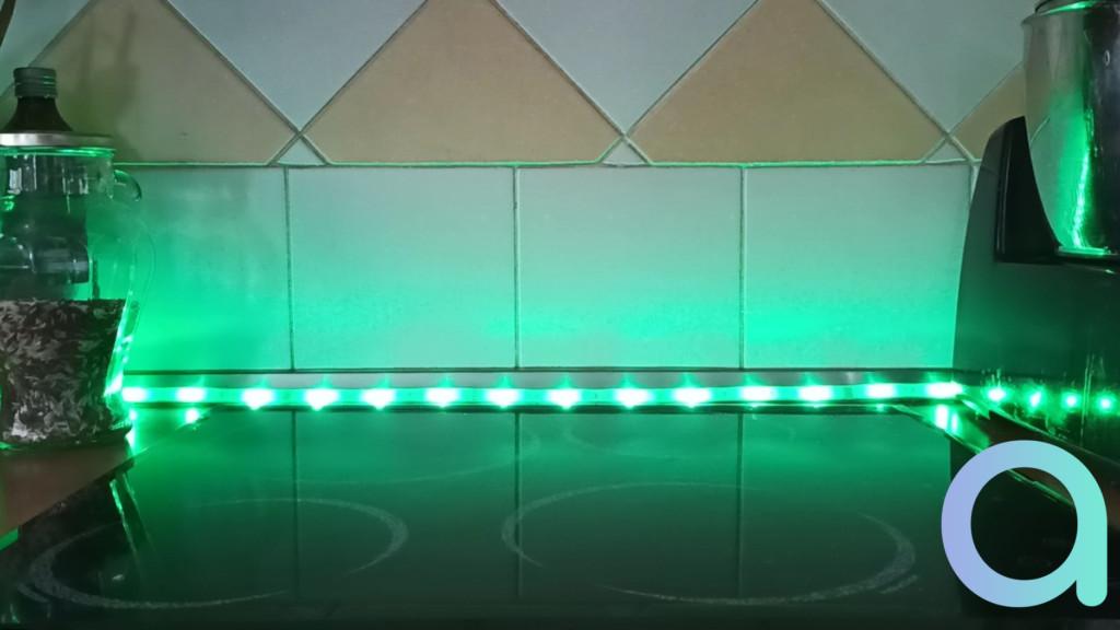 Photo éclairage vert du ruban LED LIVARNO LUX de chez Lidl