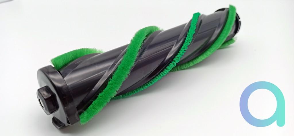 brosse avec fibres dures pour gratter et souples pour balayer de l'ULTENIC U11