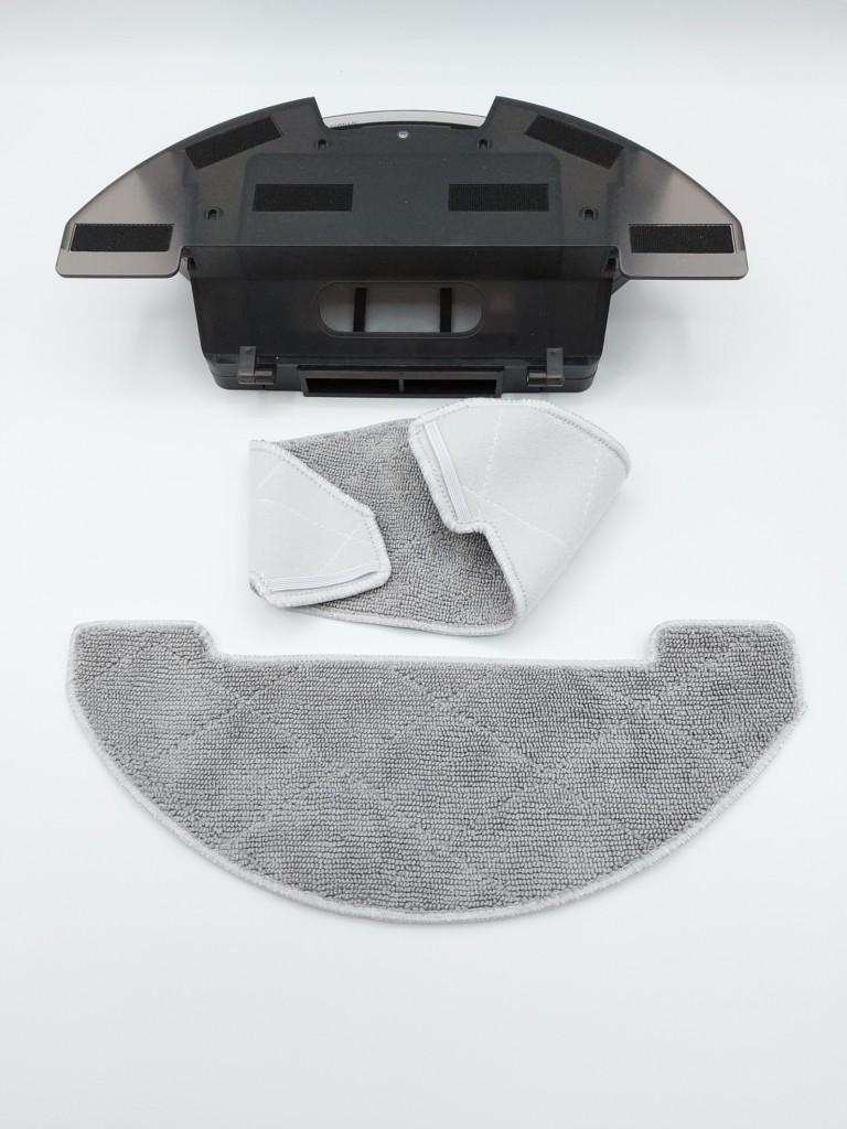 les deux lavettes éponge se fixant par élastique et scratch au réservoir de l'aspi robot Proscenic 850T