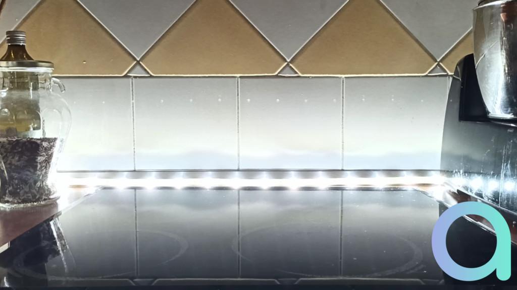 photo blanc lumière du jour du ruban LED LIVARNO LUX de chez Lidl