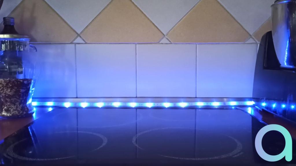 photo éclairage bleu du rubanLED LIVARNO LUX de chez Lidl