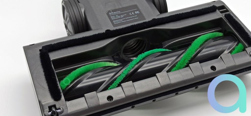 rouleau de la brosse constitué de fibres vertes dures et souples sur l'ULTENIC U11