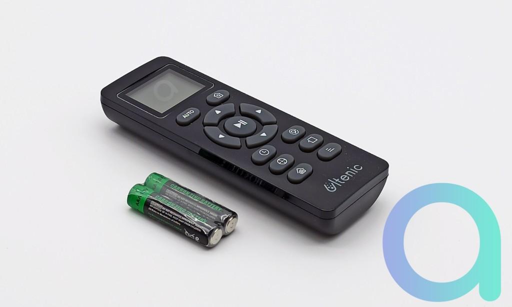 Télécommande avec ses 2 piles AAA pour aspirateur connecté Ulténic D5S Pro