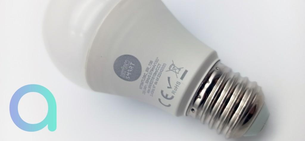 carastéristiques portées sur le corps de l'ampoule connectée E27 Nityam Smart
