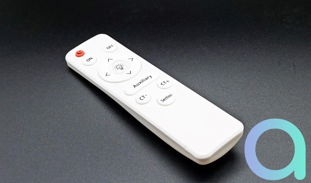 dessus de la télécommande fournie avec le pladfonnier connecté Wi-Fi AQOTER
