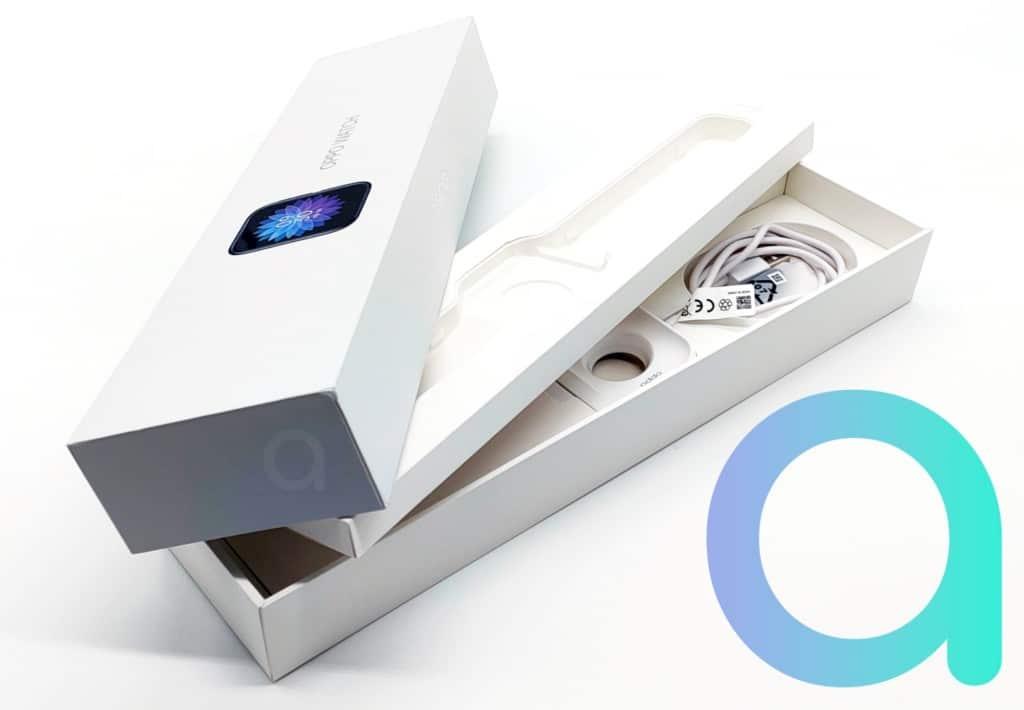 interieur du coffret contenant la montre connectée Oppo Watch 46 mm