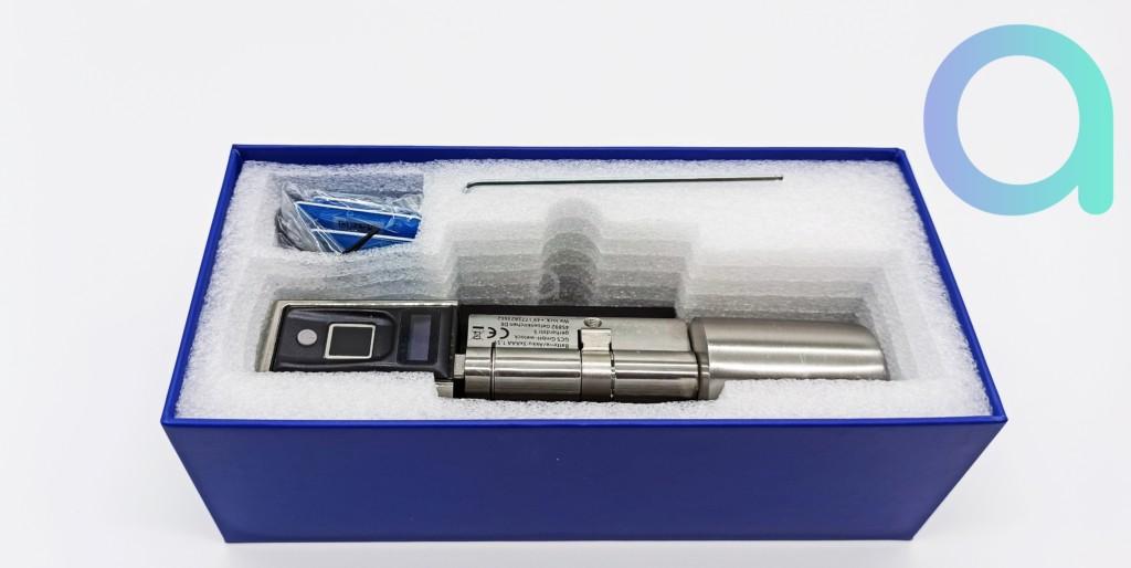 interieur du coffret contenant la serrure connectée à empreinte et puce RFID We.lock
