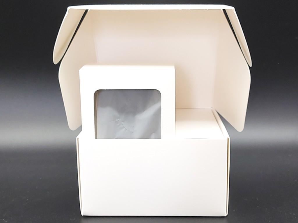 les deux cartons intérieur de protection de la caméra et l'adapteur de la Teckin TC100