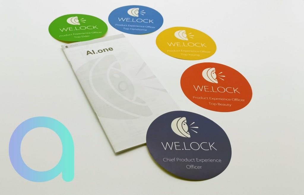 livret et autocollants fournis avec la serrure AI.one de We.lock
