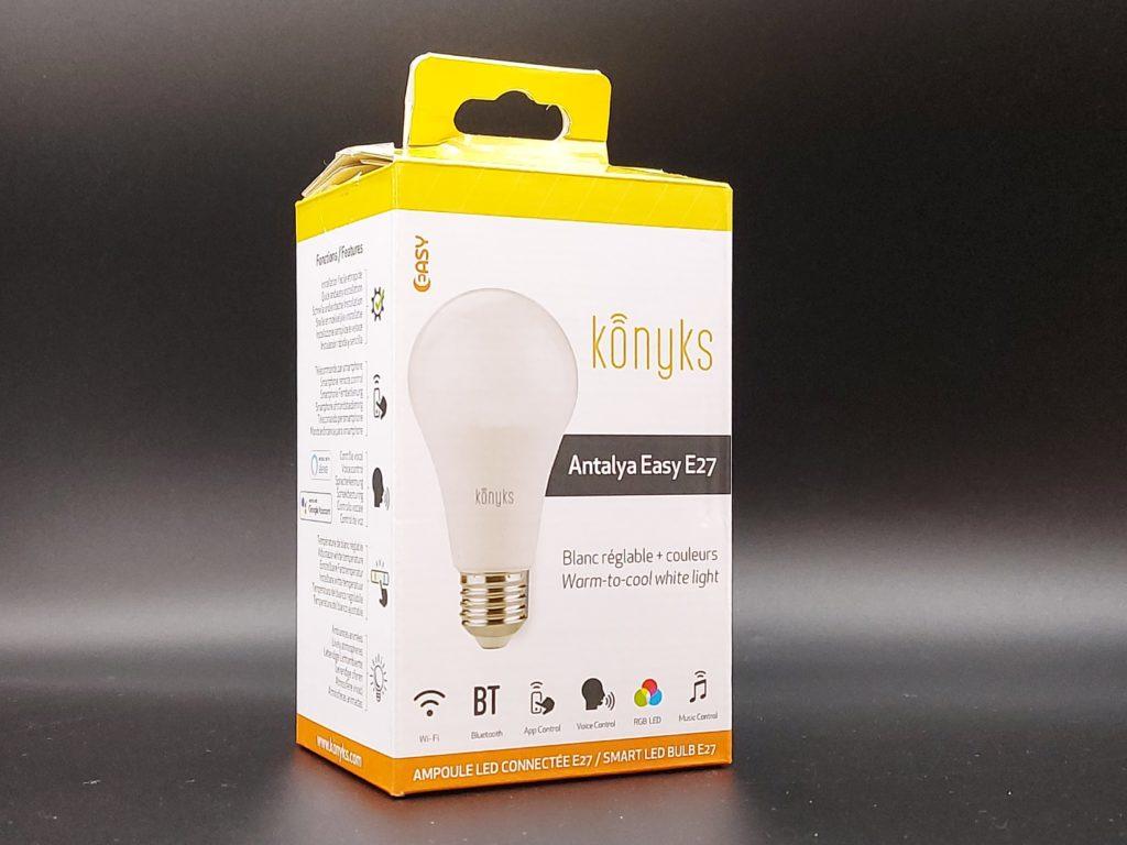 Packaging avant de l'ampoule connectée Konyks Antalya Easy E27 compatible avec les assistants vocaux Amazon Alexa et Google Assistant