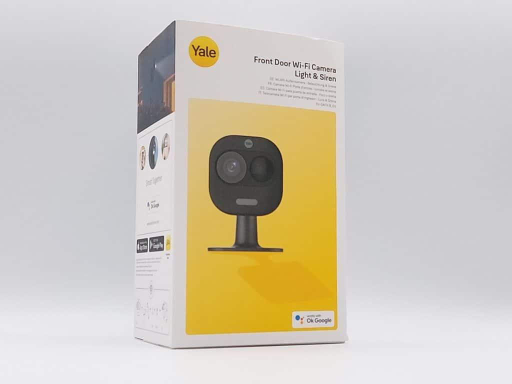 Packaging avant de la caméra connectée Wi-Fi Light and Siren de Yale