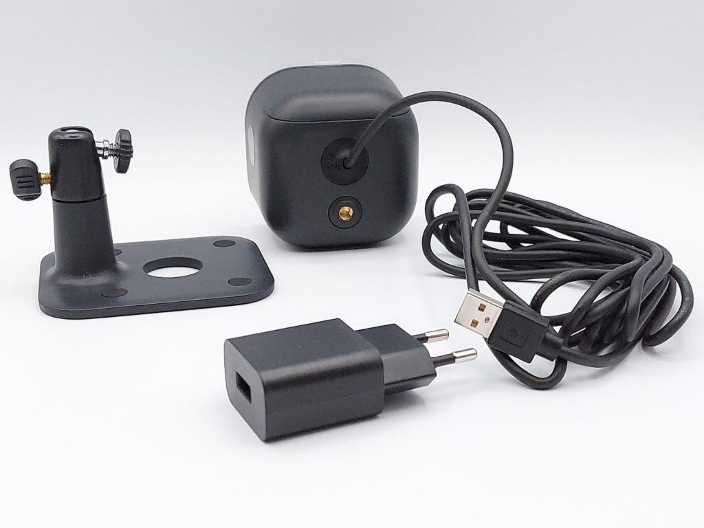 Caméra avec câble USB solidaire, adaptateur et support de fixation de la Caméra Light and Siren de Yale