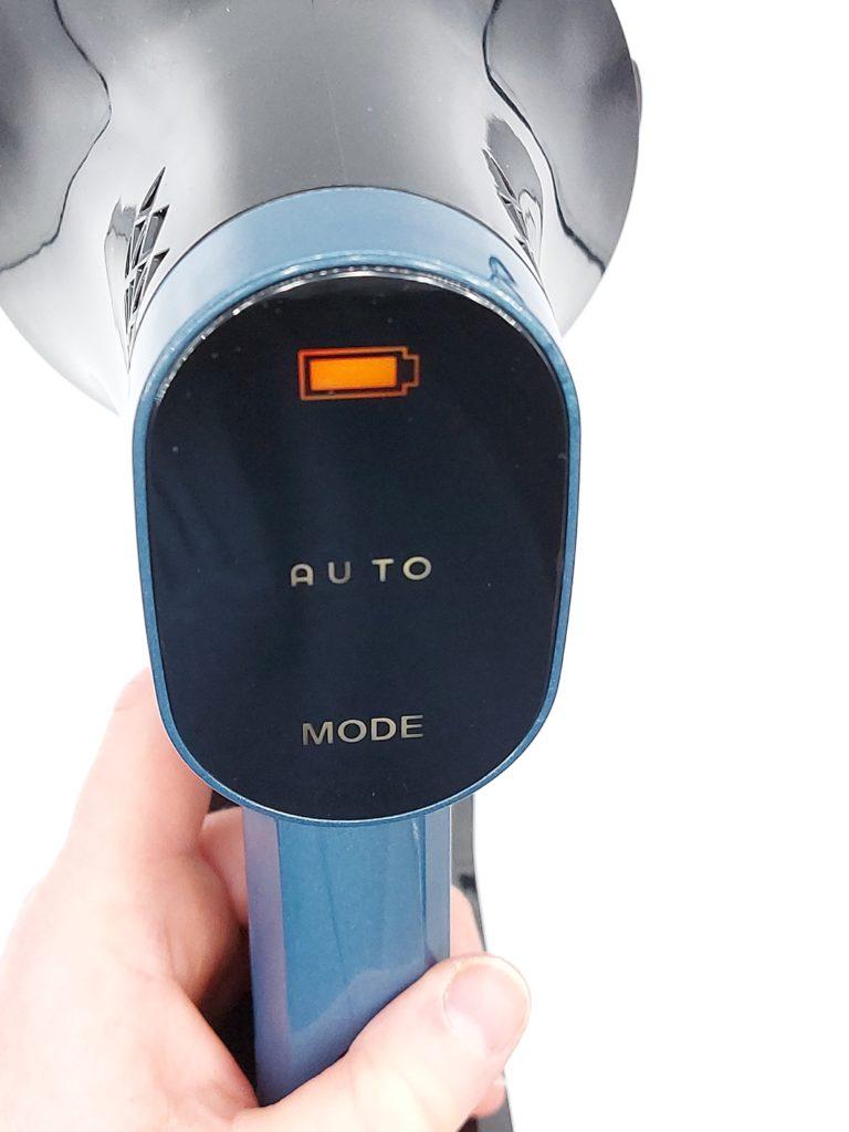 large écran à commande tactile sur la poigée de l'aspirateur balai Proscenic P10 Pro