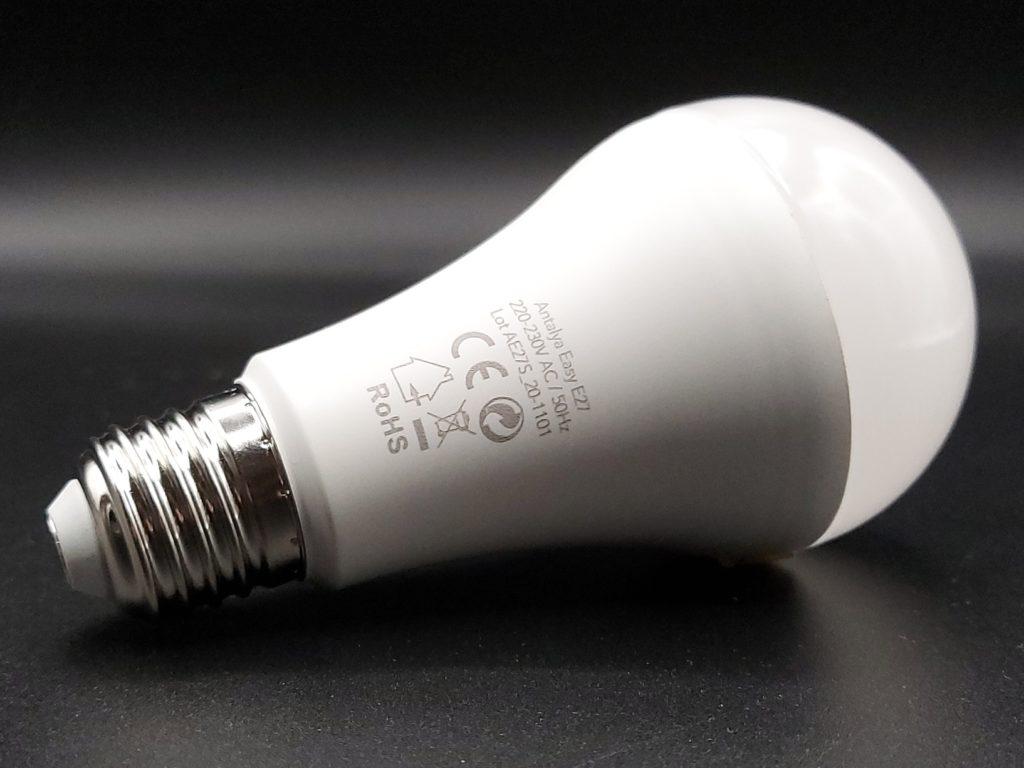 Dos de l'ampoule connectée RGBW dimmable Antalya Easy E27 de Konyks