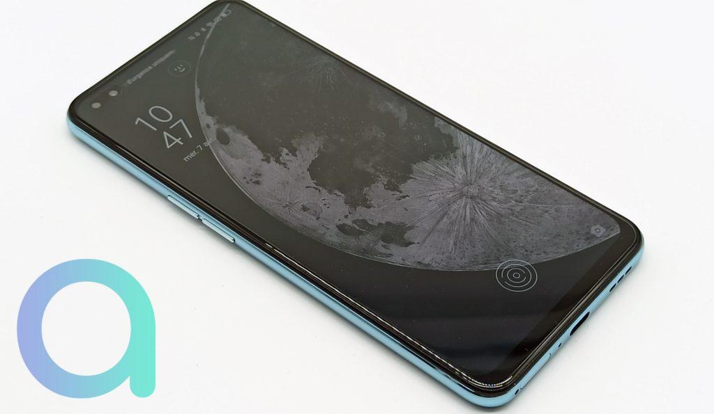 Ecran d'accueil du smartphone OPPO Reno4 compatible réseau 5G