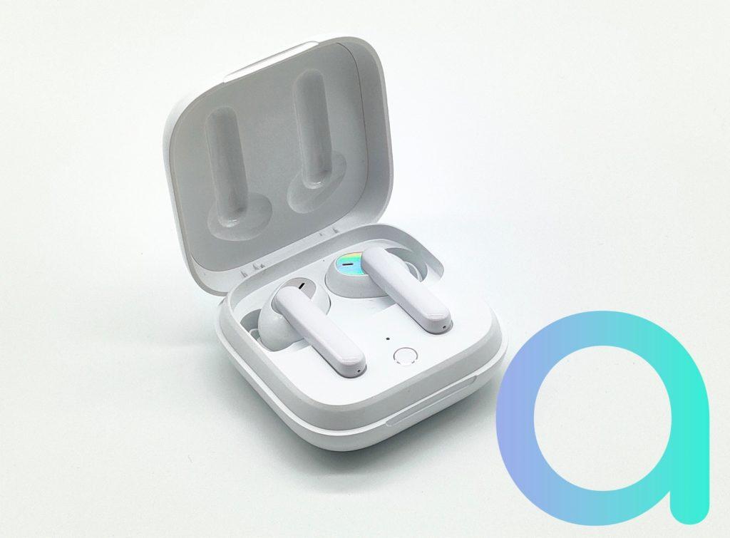 Intra-auriculaires ENCO W51 d'OPPO dans leur boitier de rechargement