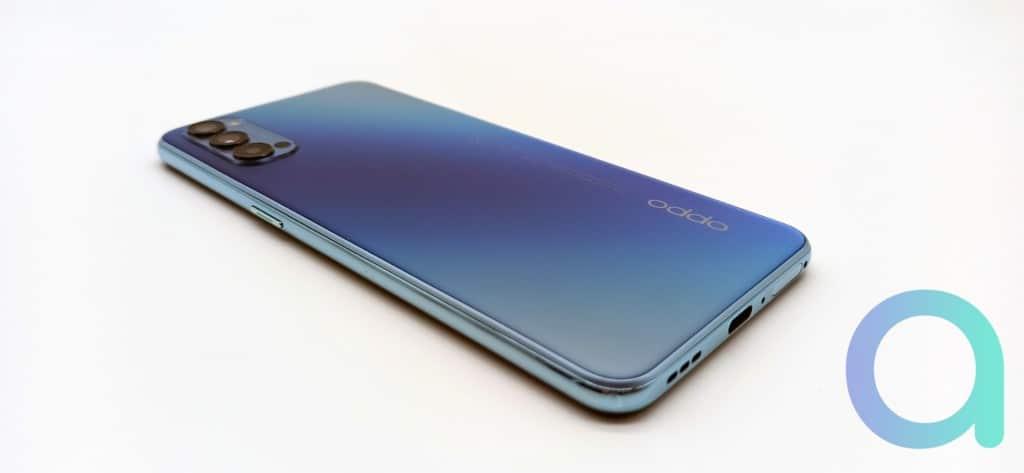 Smartphone couleur Bleu Galactique Reno4 d'OPPO compatible réseau 5G