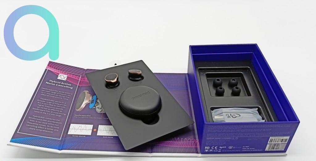 Intérieur du coffret contenant les écouteurs Tronsmart