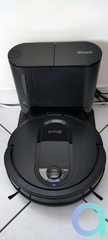 Le robot SIQR et sa station de rechargement/collecteur de poussière
