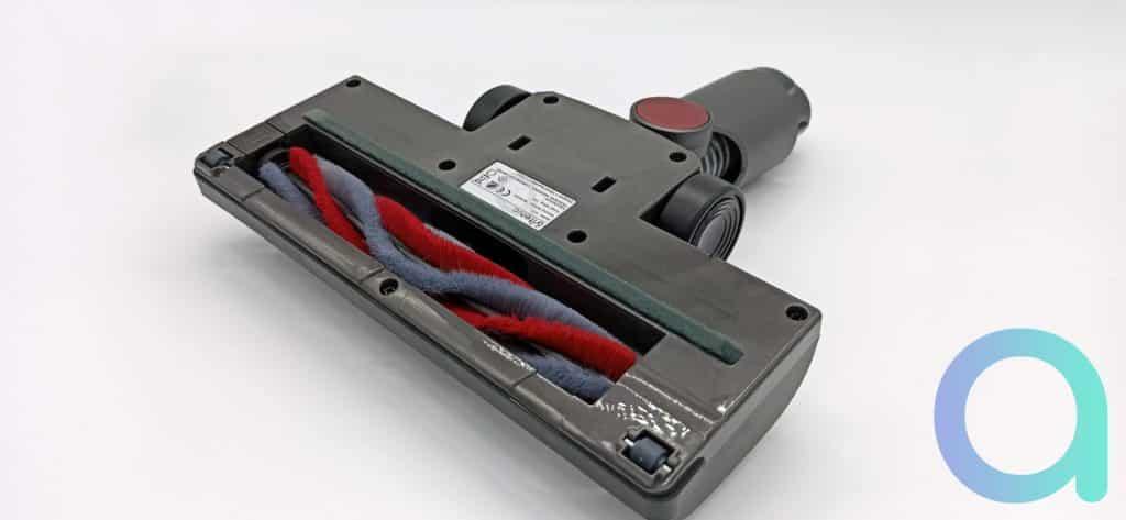 La brosse motorisée de l'Ultenic U10 est également dotée de capteurs Infrarouges pour quantifier la poussière et adapter l'aspiration
