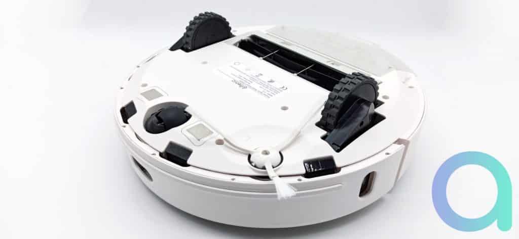 dessous de l'aspirateur Ultenic T10 avec roues pouvant frnchir des dénivelés de 2.5cm