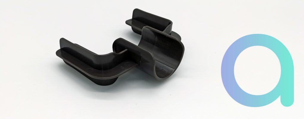 Système de fixation sur le tube pour le suceur et la brosse à meuble
