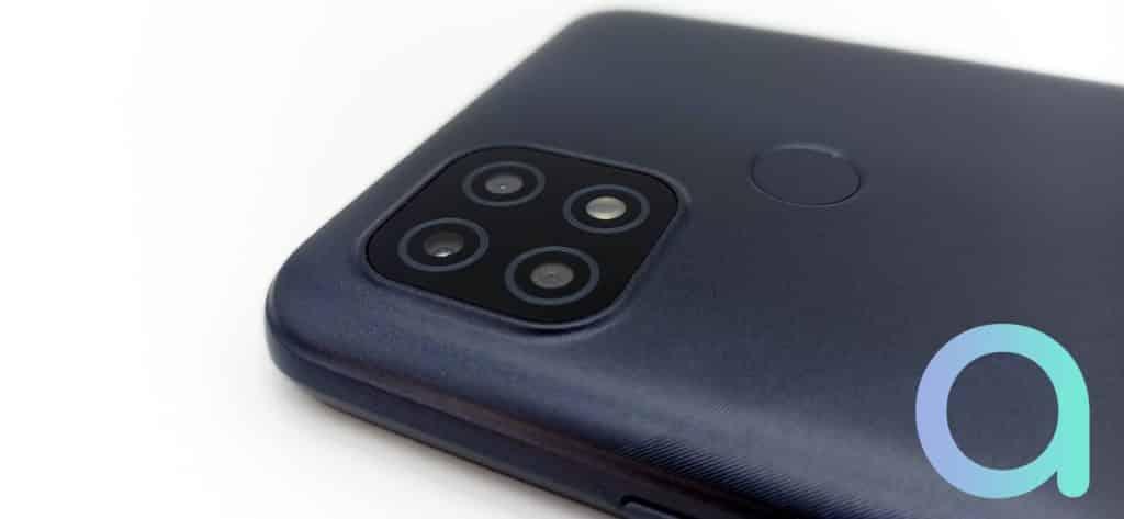 3 capteurs photo sur le Realme C21 : principal 13 MPX, noir et blanc et macro