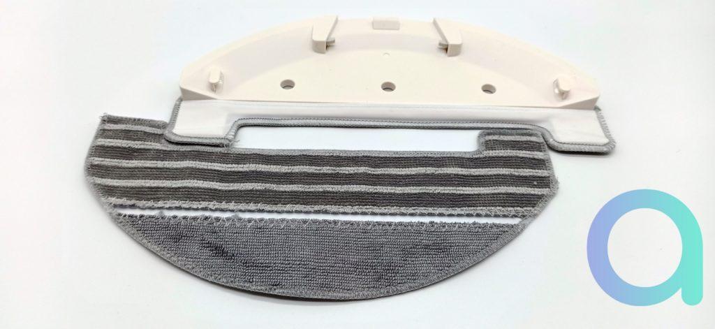 plaque support avec sa lavette et une livrée d'avance avec l'aspibot Ultenic T10