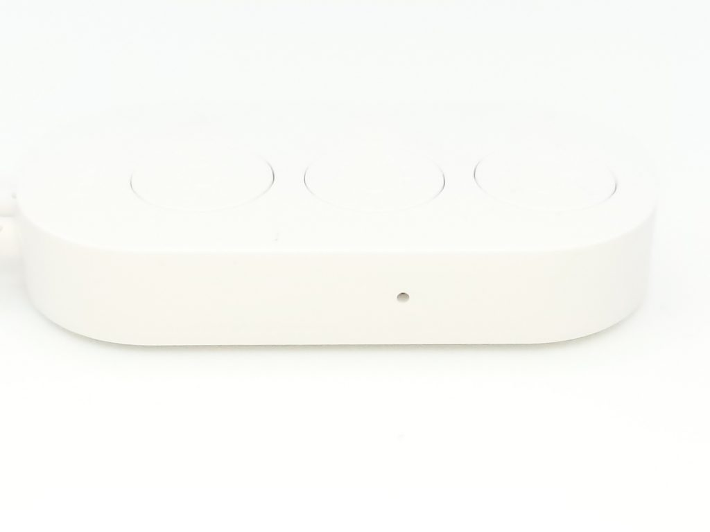 le capteur de son sur la télécommande permet de modulé l'éclairage en fonction du rythme ambiant