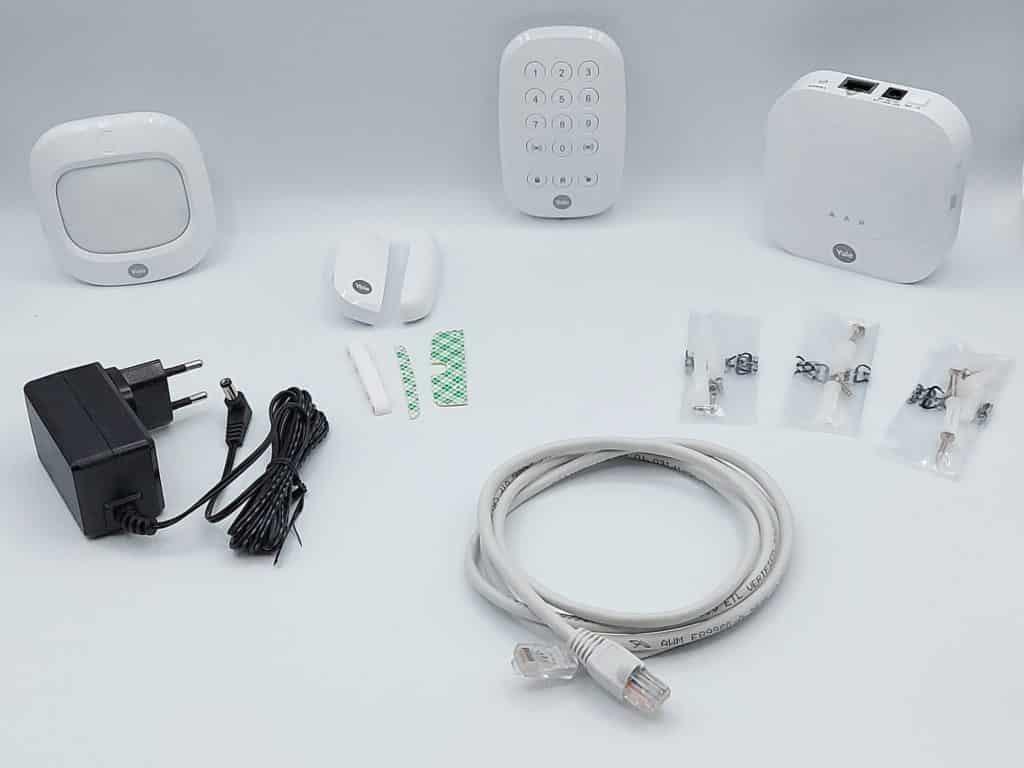 centrale, calvier, détecteurs de mouvement et d'ouverture de porte/fenêtre avec leura accessoires composent le coffret de l'alarme Yale Sync Alarm
