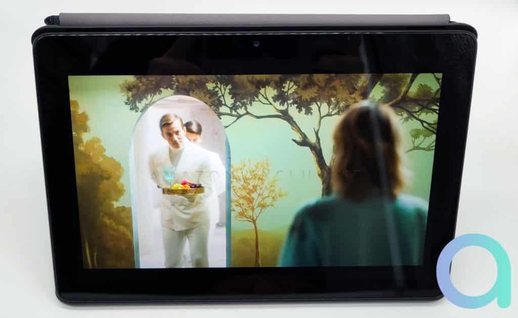Avec une bonne qualté visuelle et un rendu des couleurs bien marqué, la tablette Fire HD 10 permet de visualisé une vidéo sans difficulté