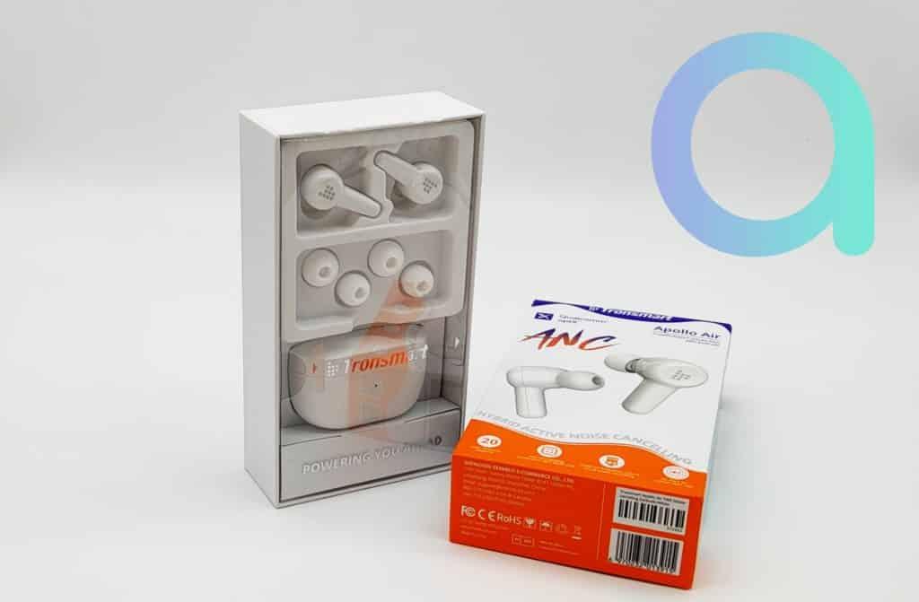 Dans le coffret fermé par un film plastique en plus du boitier et des écouteurs, 2 tailles embouts supplémentaires sont fournis avec les écouteurs Appolo Air de Tronsmart