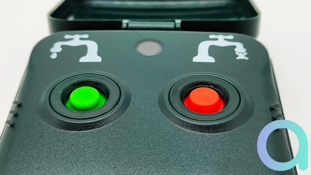 Les boutons du contrôleur d'arrosage Woox Smart Garden