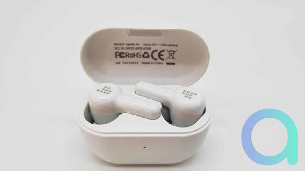 Le boitier des écouteurs Tronsmat Apollo Air comporte les certifications RoHS et CE